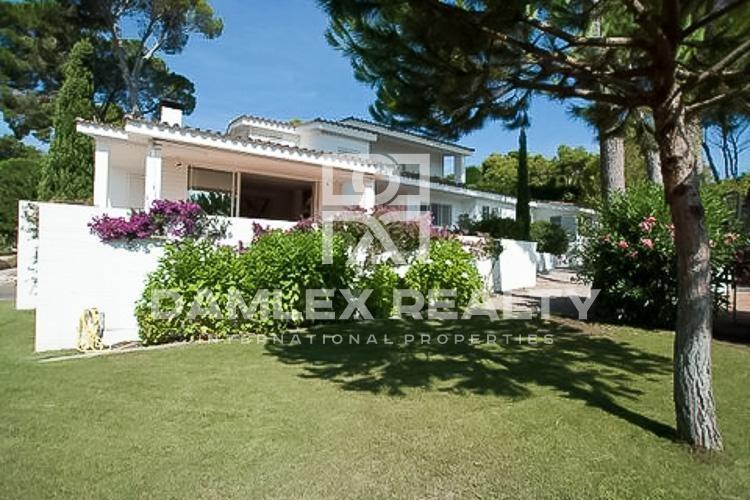 Villa en la primera línea del mar con vistas espectaculares. Costa Brava