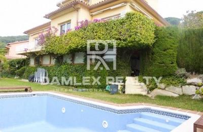 Casa / Villa de 3 habitaciones, parcela 1000m2, en venta en Cabrils, Costa Barcelona (Norte)
