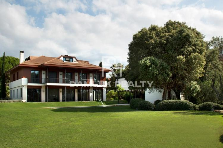 Villa de lujo situada en la urbanización de lujo