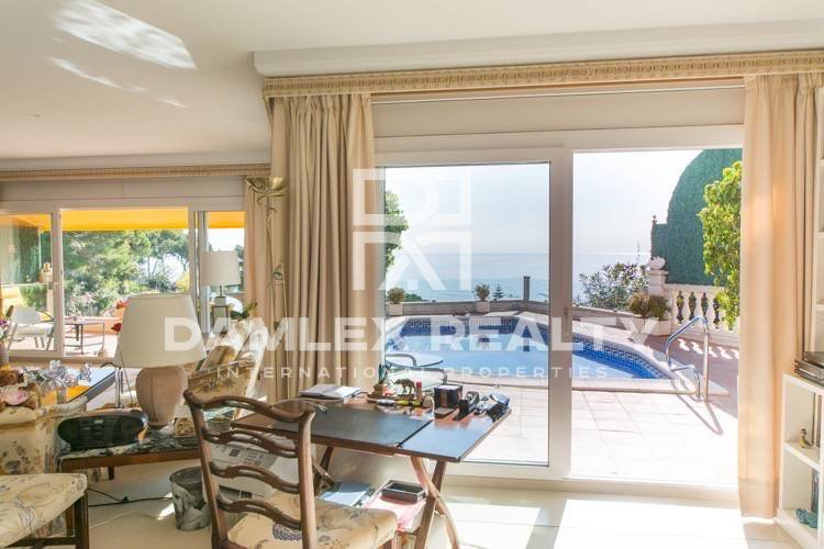 Villa con vistas al mar en la urbanización de Lloret de Mar