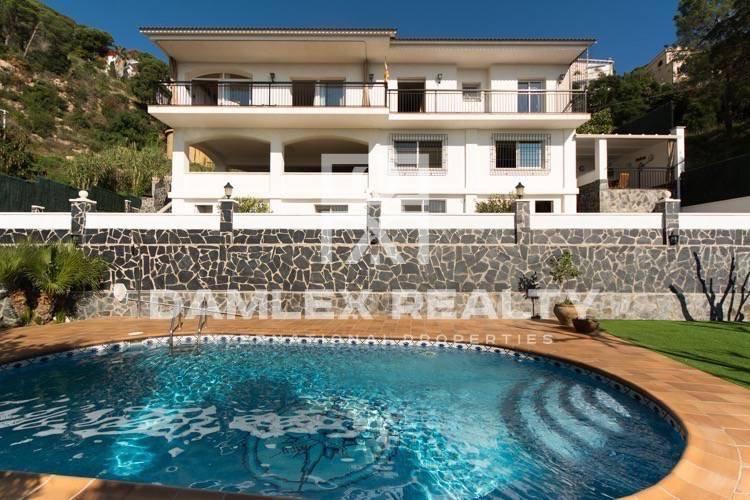 Villa con gran piscina y vistas al mar. Costa Brava