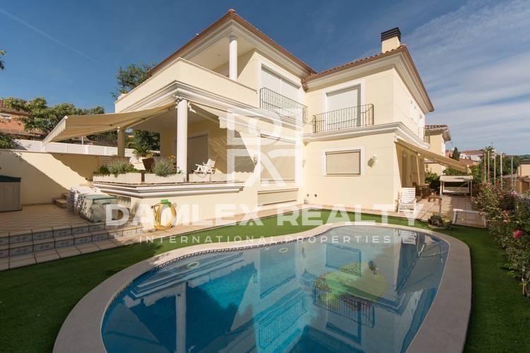 Villa con vistas al mar en Premià de Dalt.