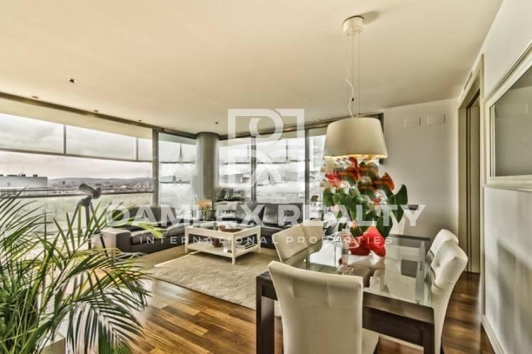 Apartamento en un edificio de gran altura en el frente de mar en Barcelona