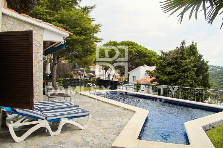 Casa en Costa Brava, cerca de la famosa playa de la bahía