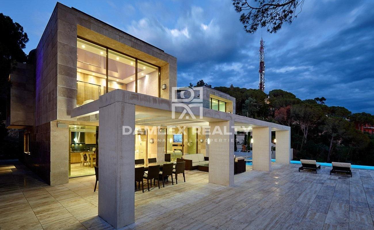 Villa de lujo construida en un estilo moderno en Lloret de Mar