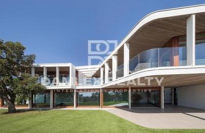 Moderna villa con vistas al mar cerca del golf