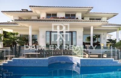 Villa con vistas al mar en la prestigiosa urbanización de la ciudad de Alella