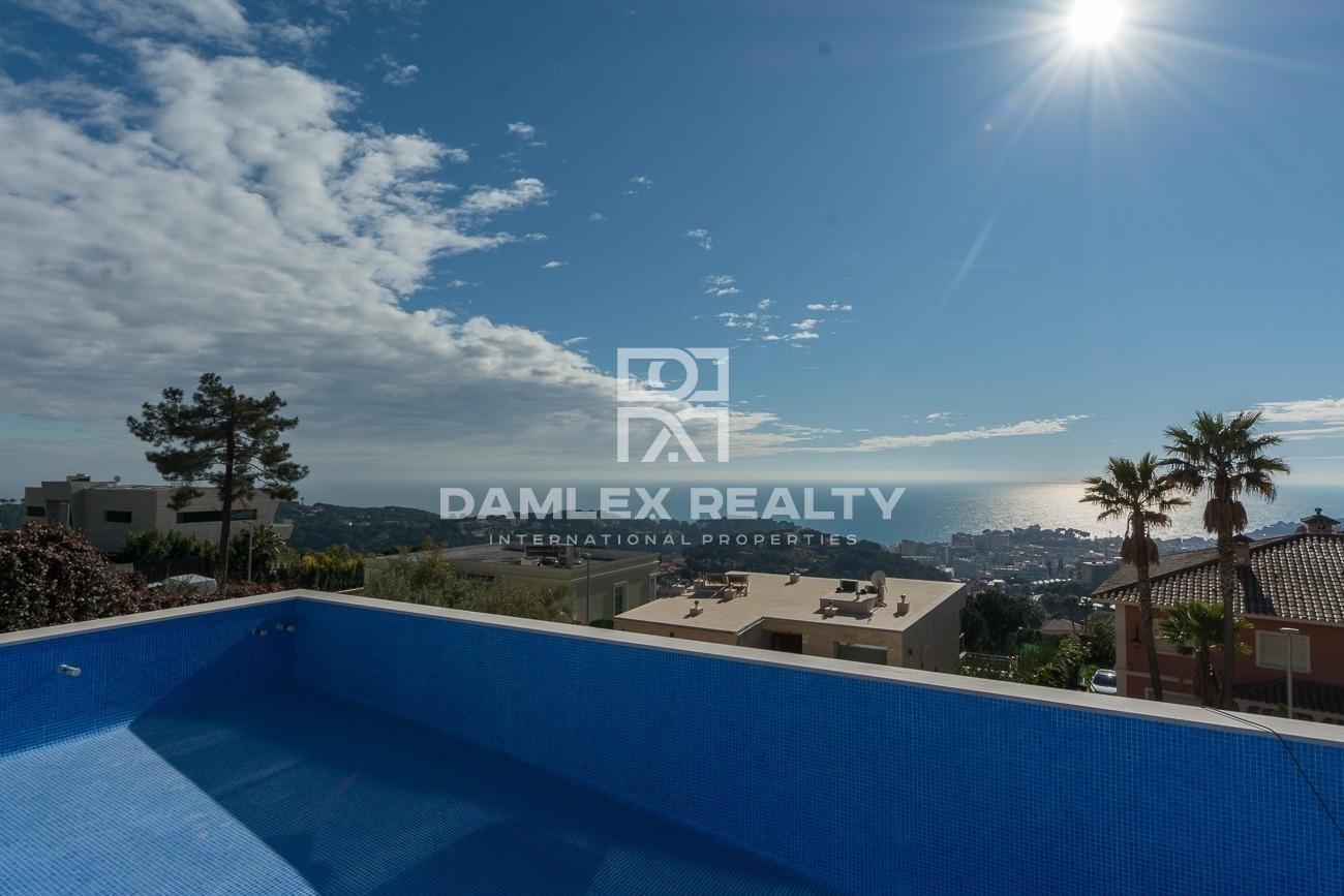 Nueva Construccion. Villa moderna con vistas al mar, a 5 minutos en coche de Lloret de Mar