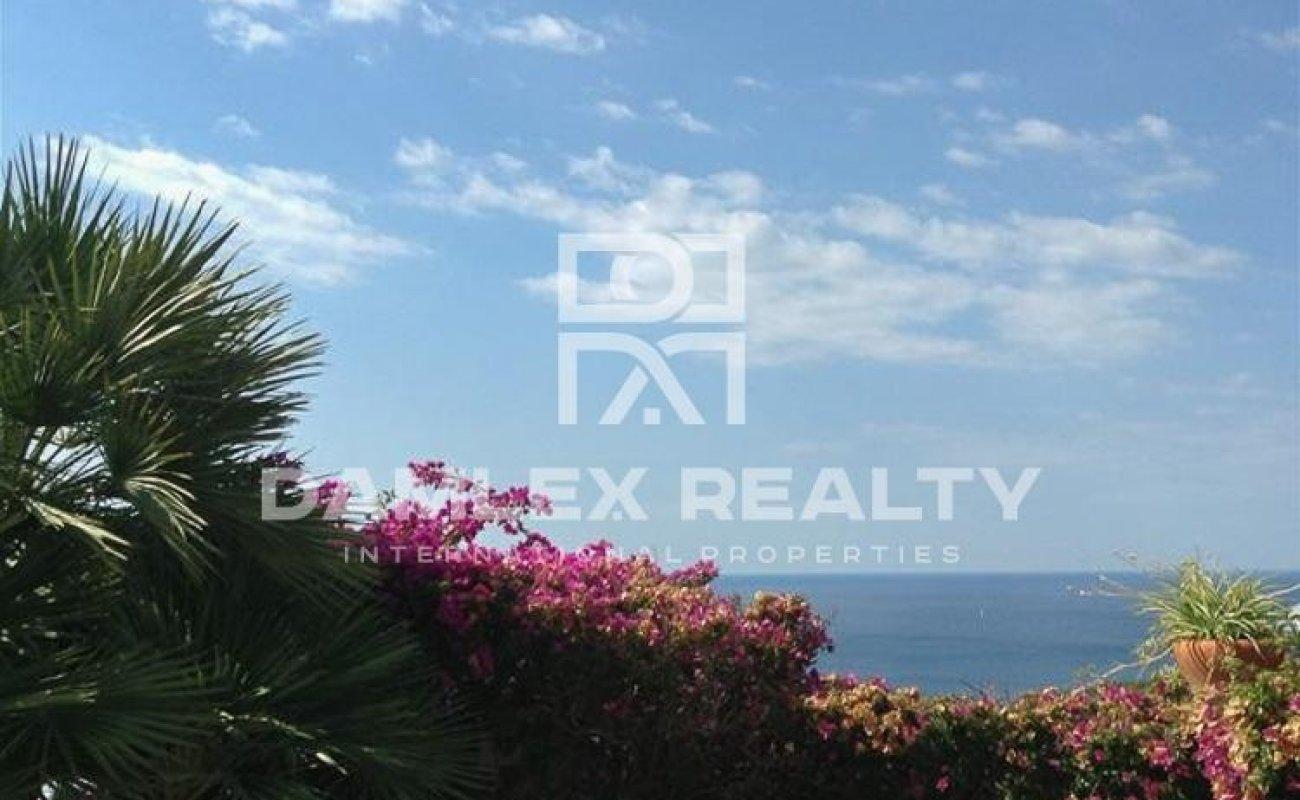 Acogedora casa con vistas al mar en la urbanización de Lloret de Mar.