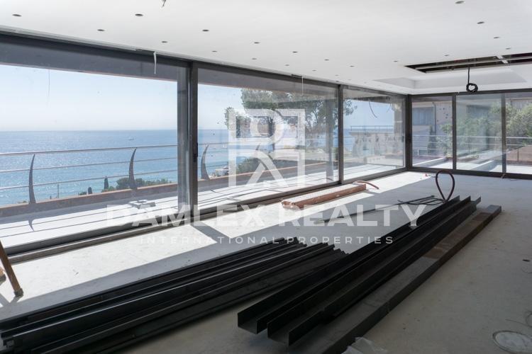 Villa con vistas al mar en construcción en la ciudad de Sitges