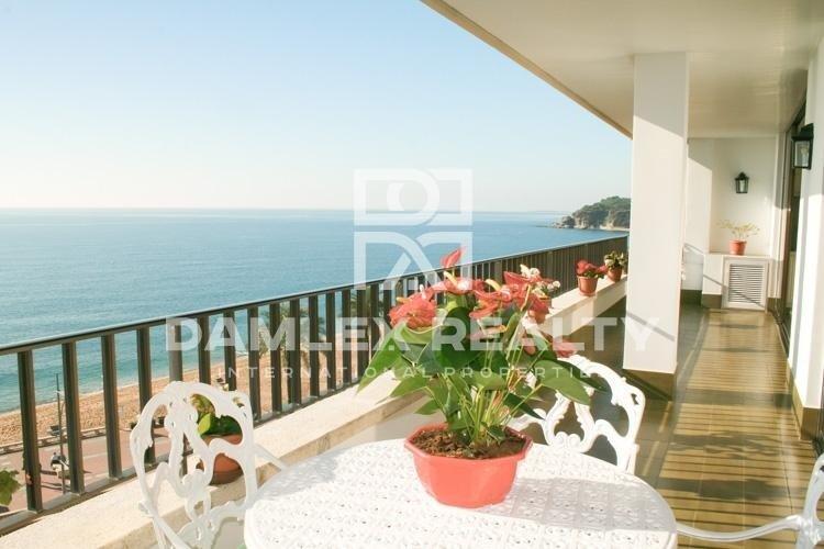 Apartamento en primera línea con vistas al mar