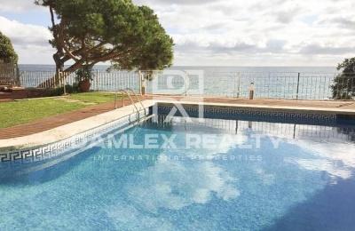Duplex en primera línea de mar en Playa de Aro