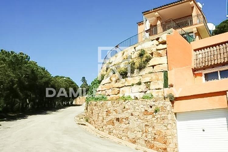 Villa con vistas al mar en una urbanización de la localidad de Tossa de Mar
