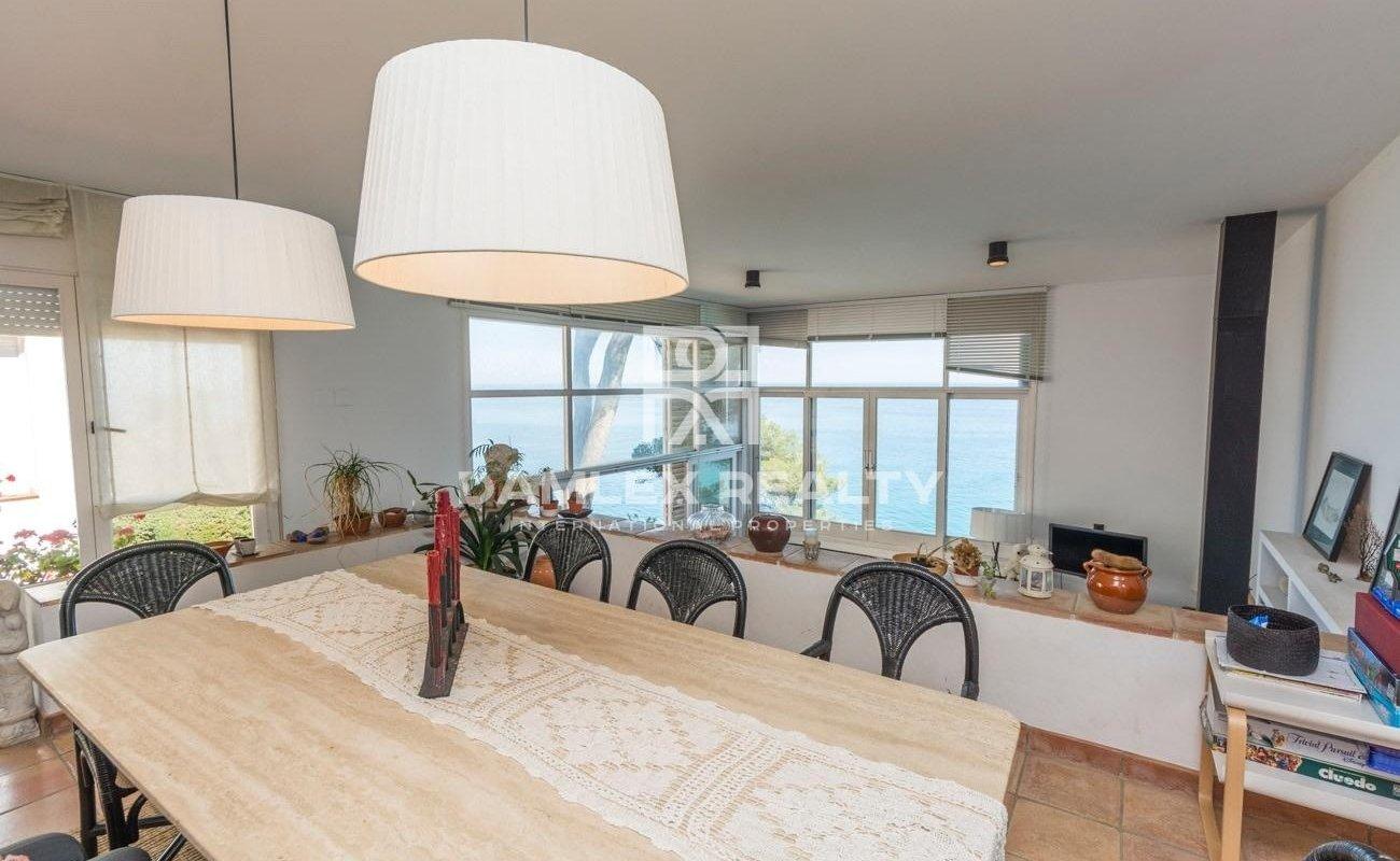 Villa en la primera línea del mar. Costa Brava