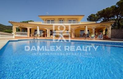 Villa con vista al mar en Tossa de Mar.