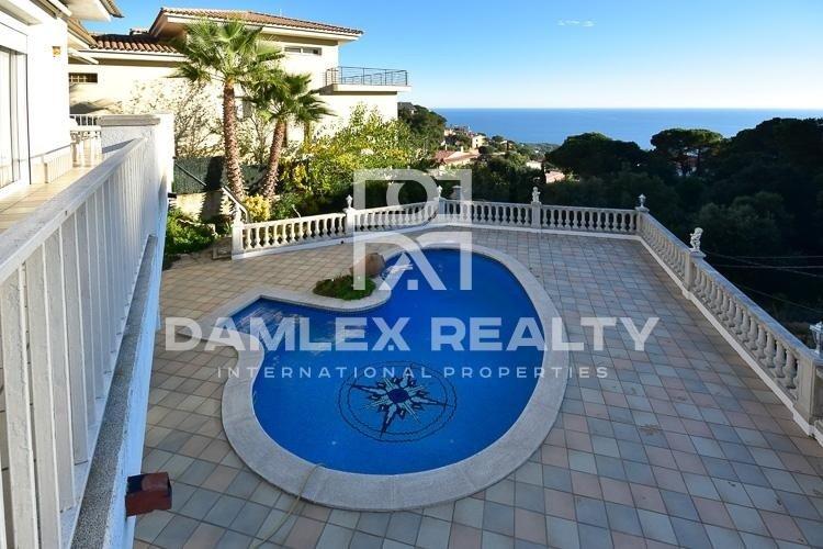 Villa con vistas al mar, a 60 km de Barcelona