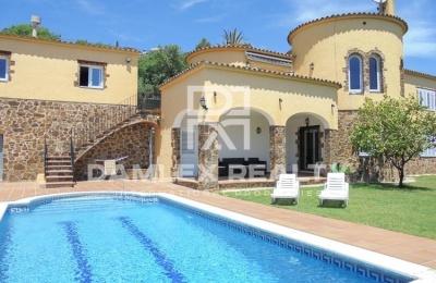Villa con un hermoso jardín en Calonge