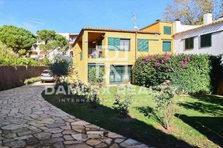 Casa con piscina a 300 metros de la playa. Costa Brava