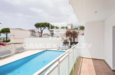 Apartamento reformado a 2 minutos de la playa de Castelldefels.