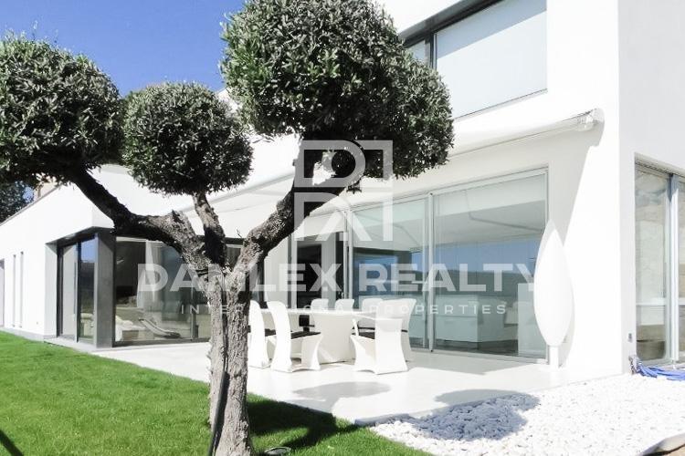 Moderna villa con vistas al mar en la ciudad de Calonge. Costa Brava