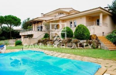 Villa con una parcela de 1000 m2 y con vistas al mar. Costa Brava