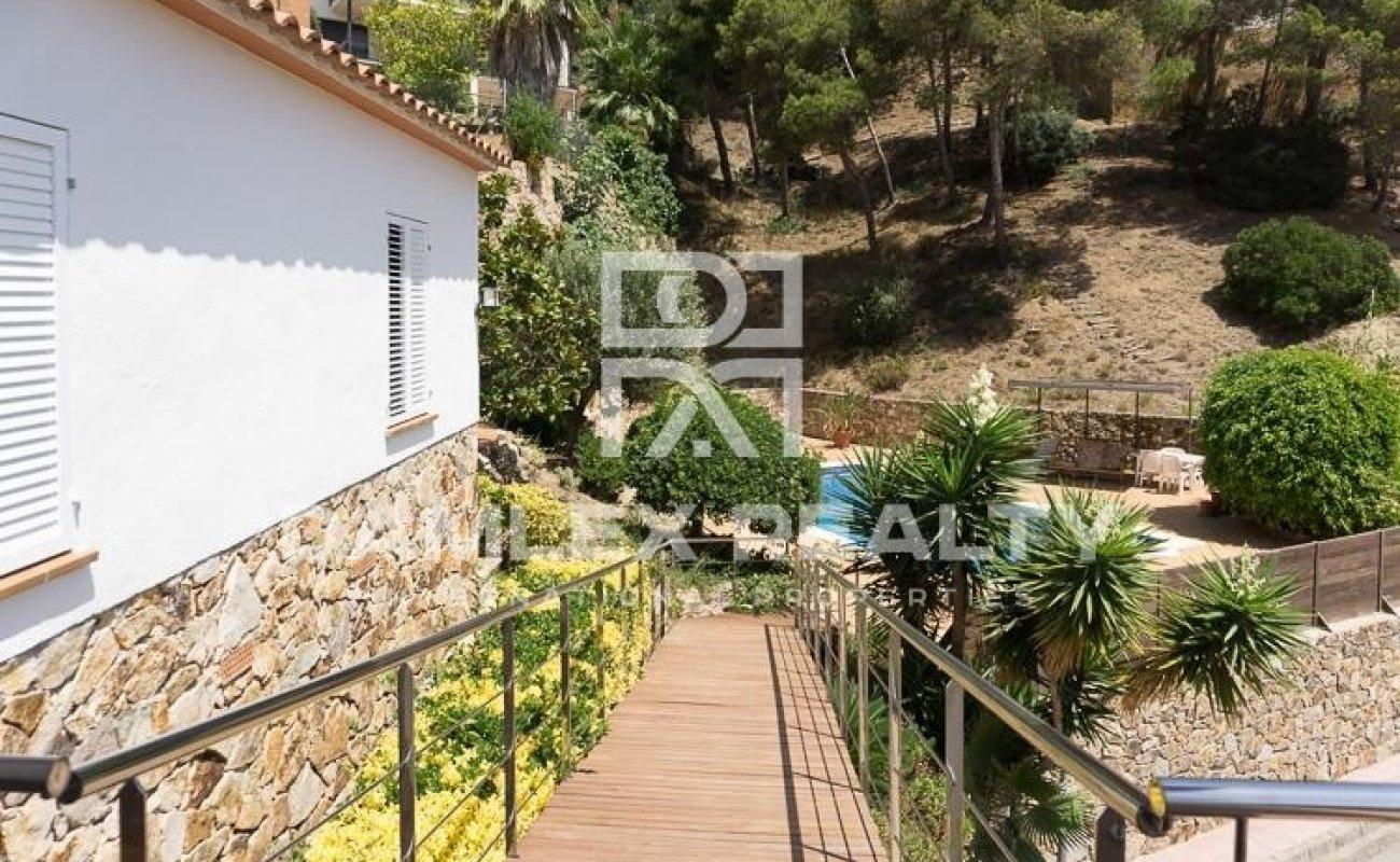 Villa con vistas al mar en una urbanización tranquila. Lloret de Mar