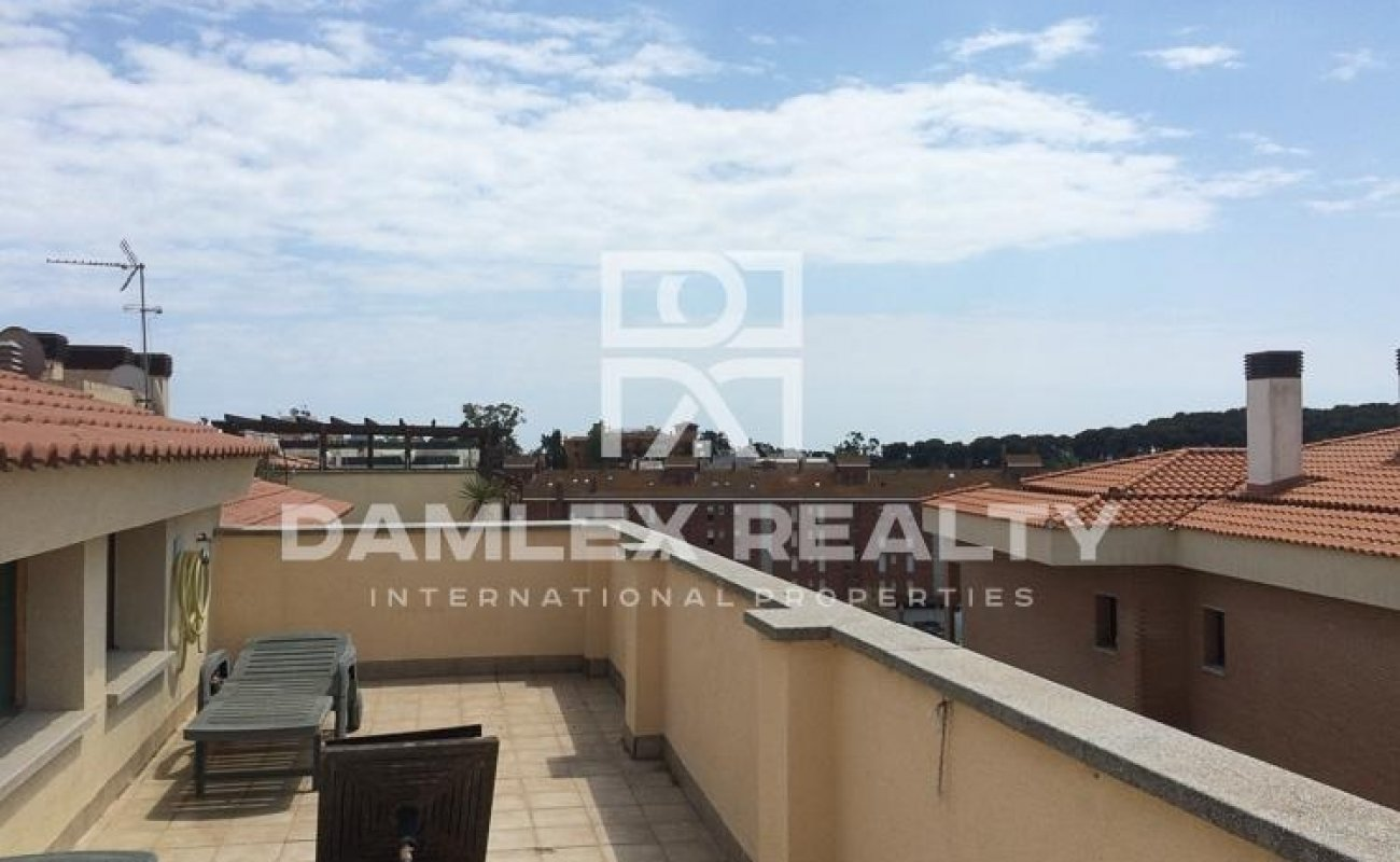 Apartamento en complejo residencial con piscina a 500 metros de la playa