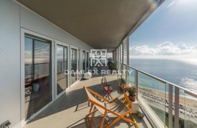 Apartamento con vista al mar en un moderno complejo residencial en Barcelona