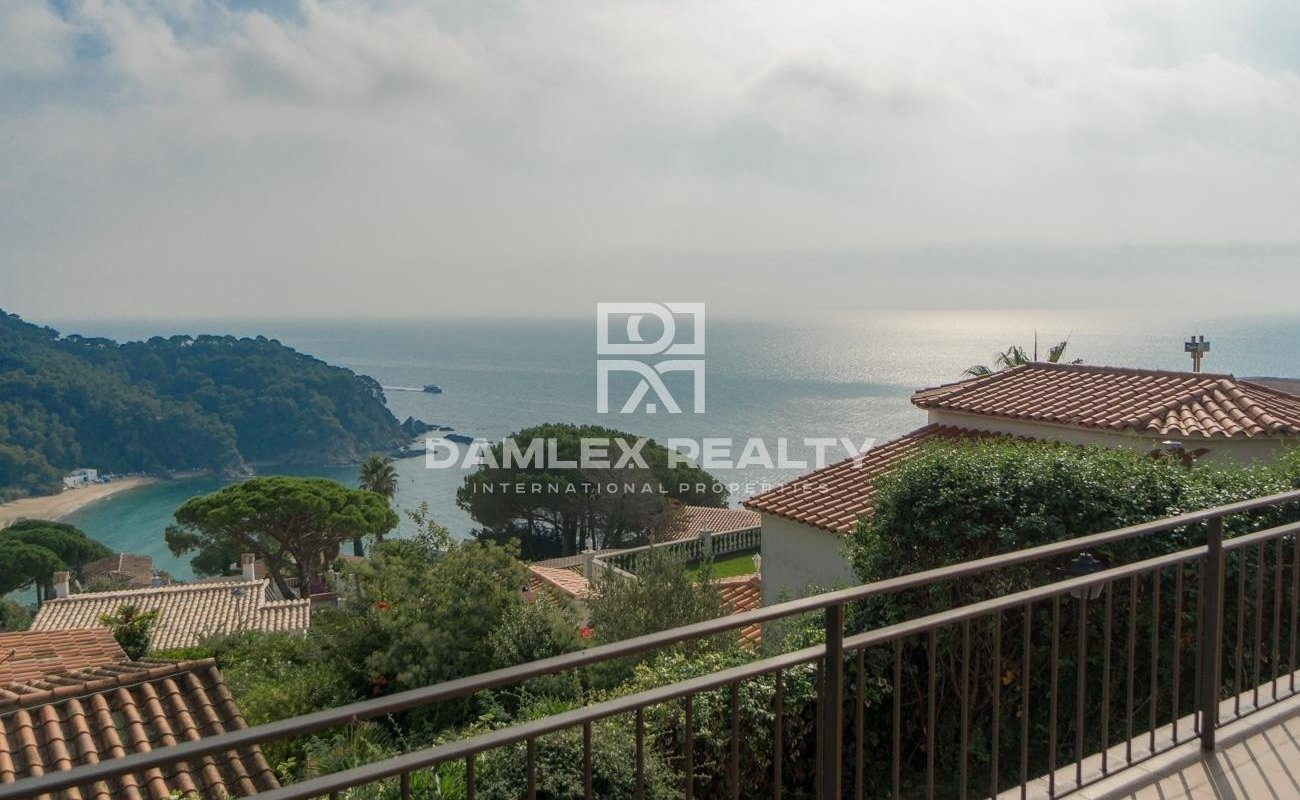 Villa con vistas al mar en la urbanización de Cala Canyelles