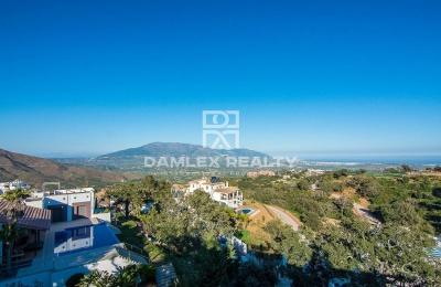 Villa moderna con una superficie de 891 m2 con vistas al mar en una de las urbanizaciones de Marbella.