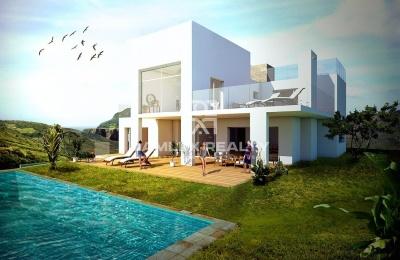 Villa en construcción en una urbanización tranquila cerca de la playa. Marbella