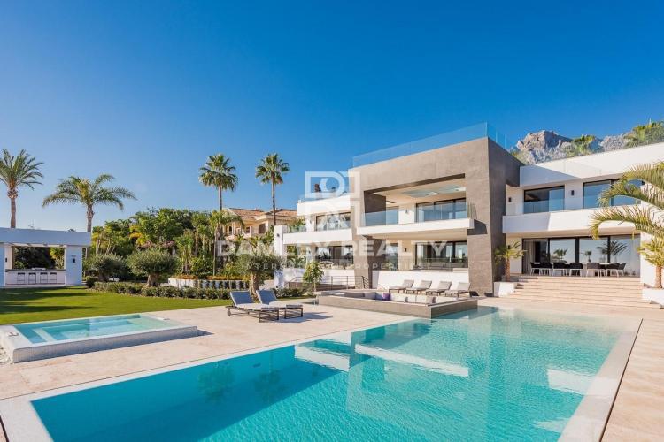 Villa moderna en la urbanización de Sierra Blanca, Milla de Oro, Marbella