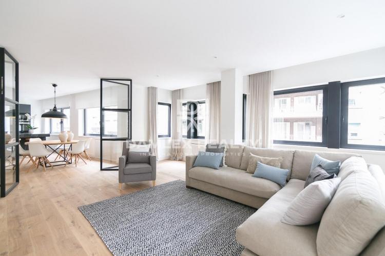 Amplio apartamento reformado en el área de San Gervasi. Barcelona.