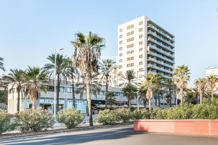 Apartamento con vistas al mar en frente de la playa