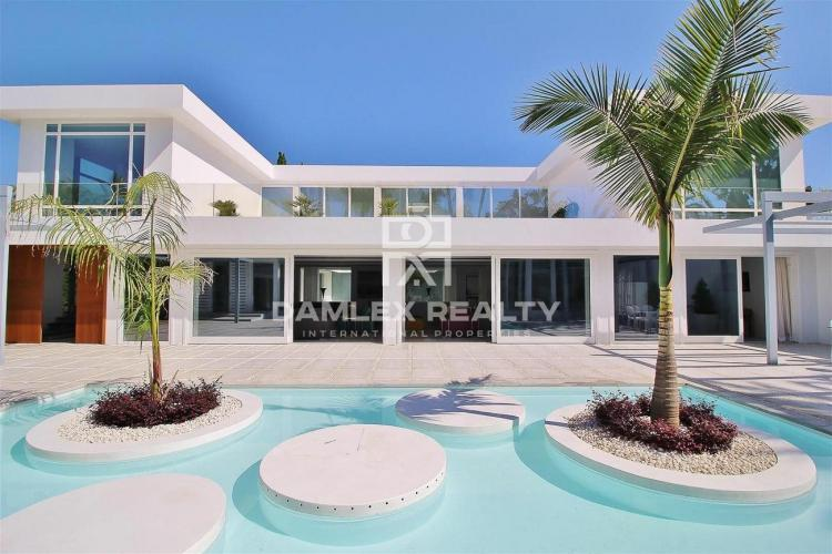Magnífica villa a 500 metros de la playa. Marbella