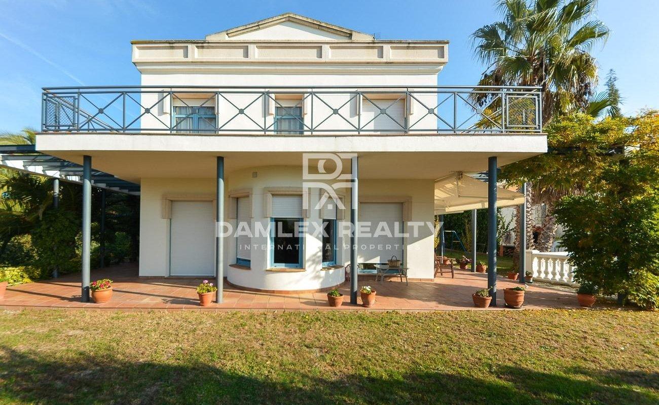 Villa a 1,8 km de la playa en la Costa Brava