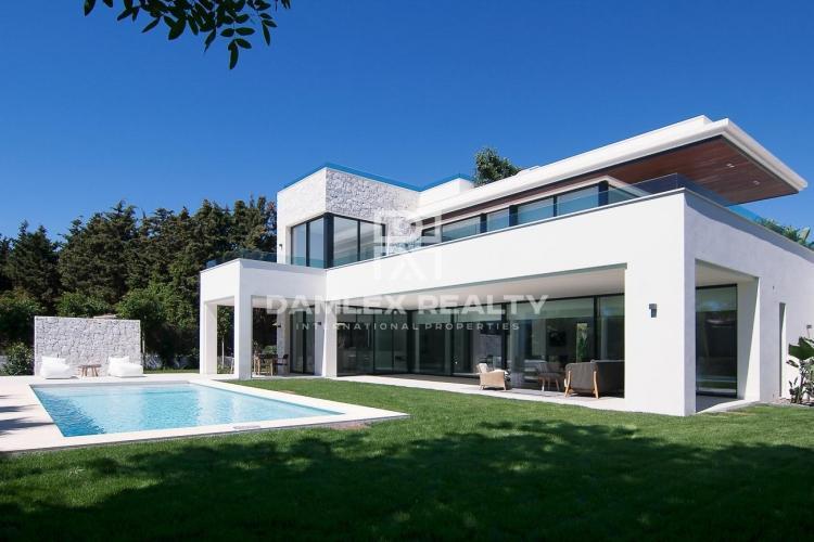 Nueva villa a 300 metros del mar entre Estepona y Puerto Banús