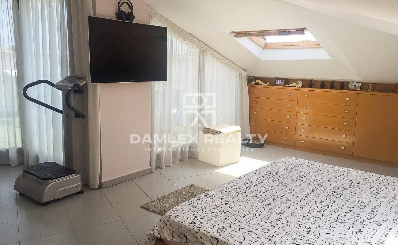Apartamento reformado en el atico. Costa Brava