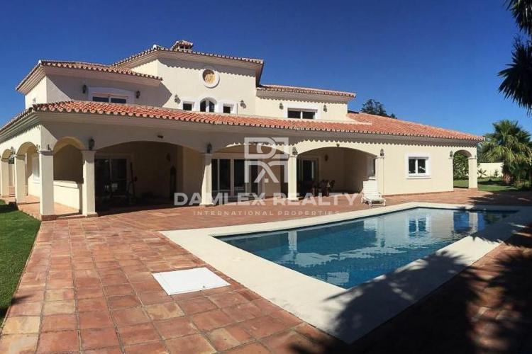 Villa en estilo andaluz a 50 metros del mar