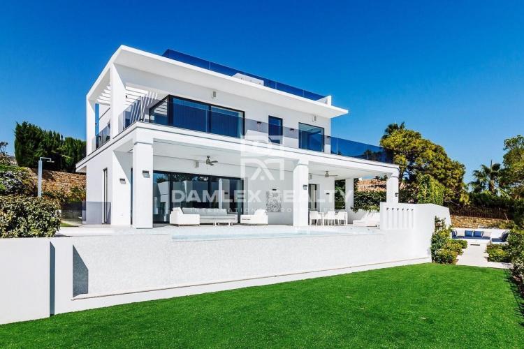 Nueva villa de lujo con vistas al mar en el área de la Milla de Oro