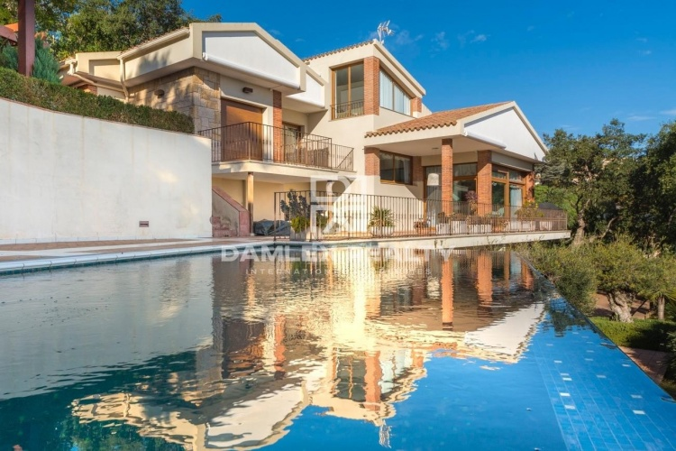 Villa con impresionantes vistas al mar en urbanización de Tossa de Mar