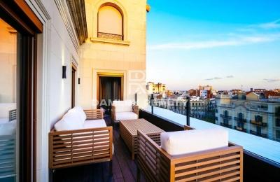 Apartamento en el atico con una gran terraza y una lujosa reforma