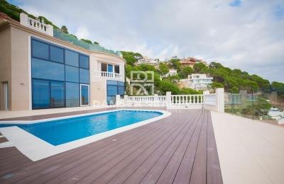 Casa / Villa de 4 habitaciones, parcela 1100m2, en venta en Lloret de Mar, Costa Brava