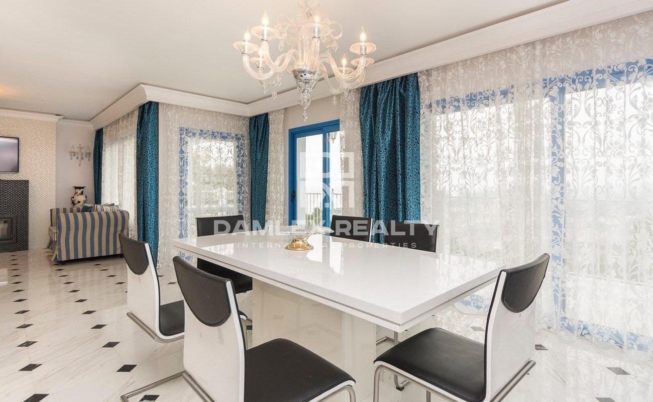 Preciosa casa en excelentes condiciones con vistas al mar en la Costa Brava.