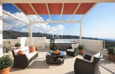 Apartamento con vistas al mar en un complejo residencial protegido en Marbella