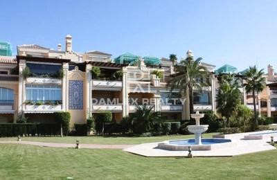 Apartamento de 196 m2 + terraza de 68 m2, en la urbanización de élite en Marbella.