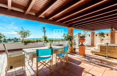 Ático de 107 m2 + terraza de 98 m2, en una exclusiva urbanización de Marbella con una elegante vista al mar