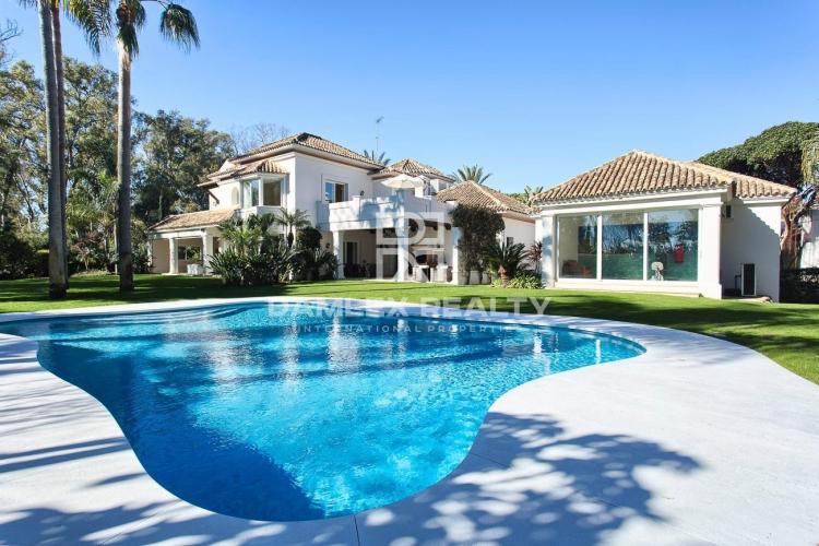 Villa en la segunda línea del mar al lado de Puerto Banus