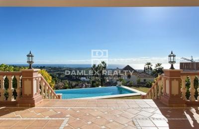 Villa con hermosa vista al mar