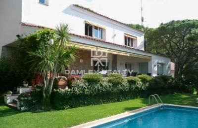 Villa en Cabrils con una gran parcela
